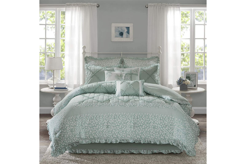 the-12-best-comforter-sets-in-2021-03